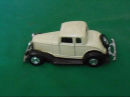 32 Ford Coupe  Yatming N08501 igračka