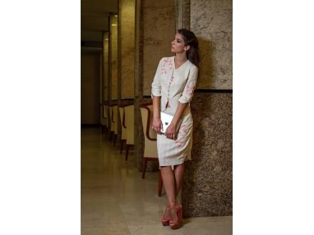 Blejzer i suknja od srpskog platna sa vezenim detaljima