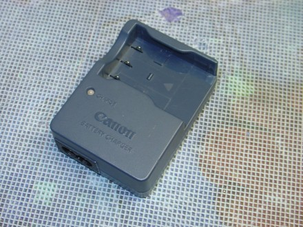Canon CB-2LUE Battery Charger