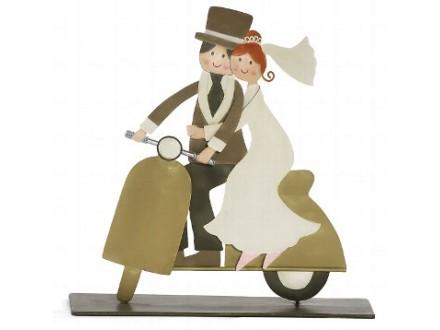 Figura - Bridal pair on Vespa