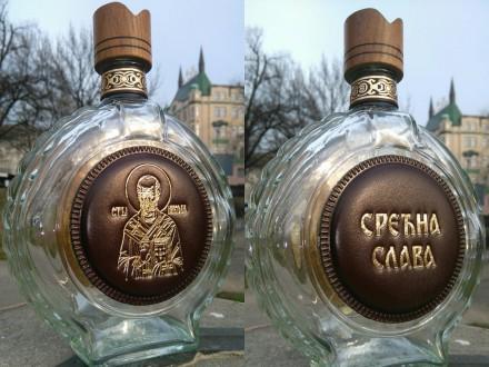 Flaše u obostranim kožnim aplikacijama, personalizacija