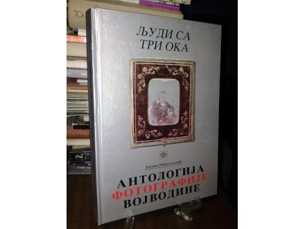 LJUDI SA TRI OKA: Antologija fotografije Vojvodine