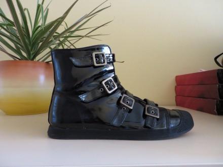 Lakovane crne cipele