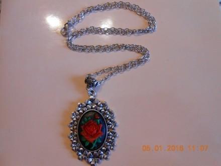 Ogrlica Kameja-crvena ruža