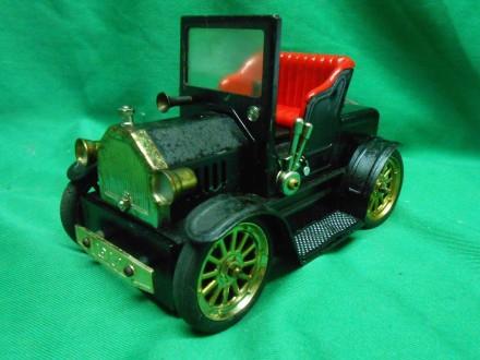 Replica 1917 Antique Car Cigarette .COLORED LIGHTER
