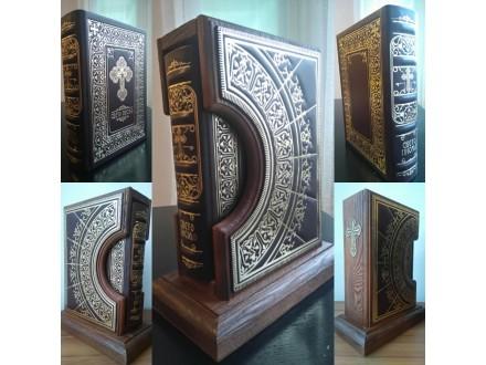 SVETO PISMO model 238, kožni povez, drvena kutija