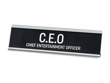 Stona dekoracija - Chief Entertainment Officer - Harvey Makin
