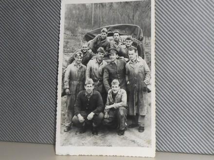 VOJNICI JNA NA VEŽBI -1970/80        (VII-16)