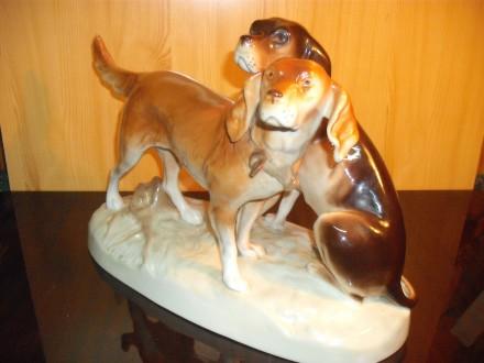 Veliki stari porcelanski, Royal Dux, par lovačkih pasa
