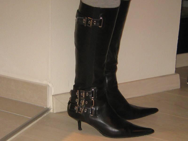 Crne kožne čizme marke SHY