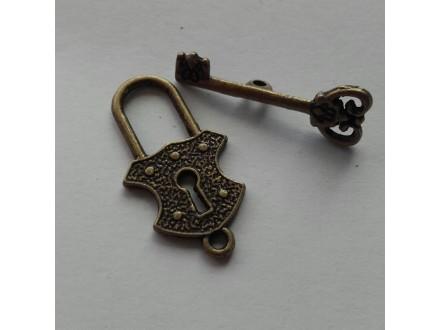 *N052--.T-kopča ,boja mesinga,ključ i ključaonica  /set