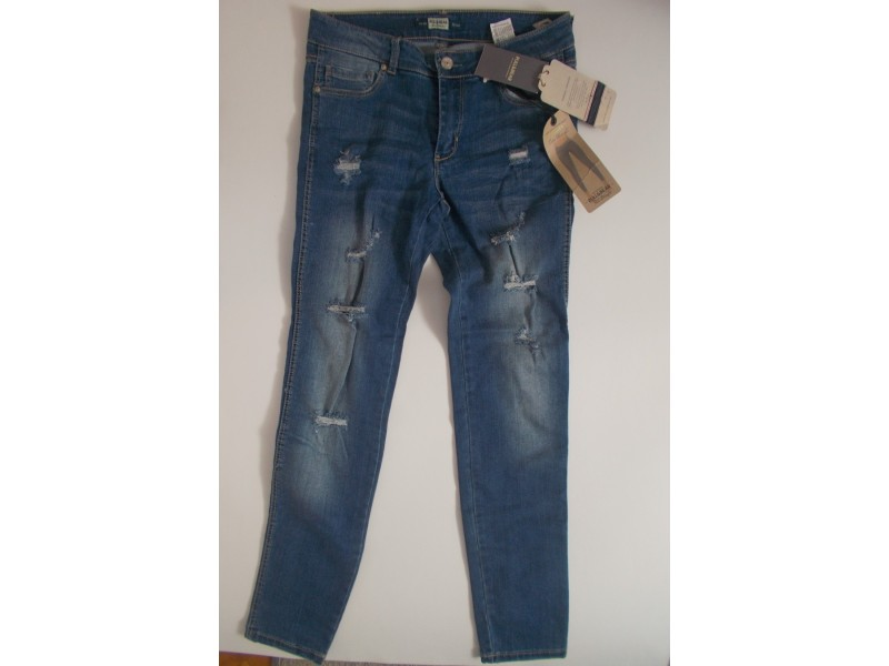 ****Pull and bear zenske farmerice NOVO****