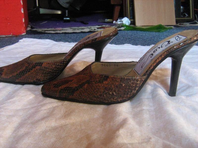 papuce -ZMIJSKA koza -37-kao nove