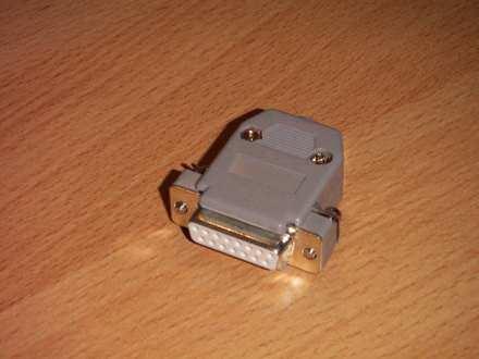 15-pinski montažni utikač