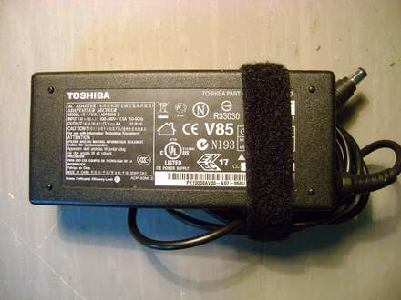 Adapter za Toshiba laptop 15V 6A