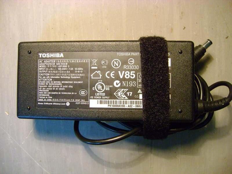Adapter za Toshiba notebookove 15V 6A