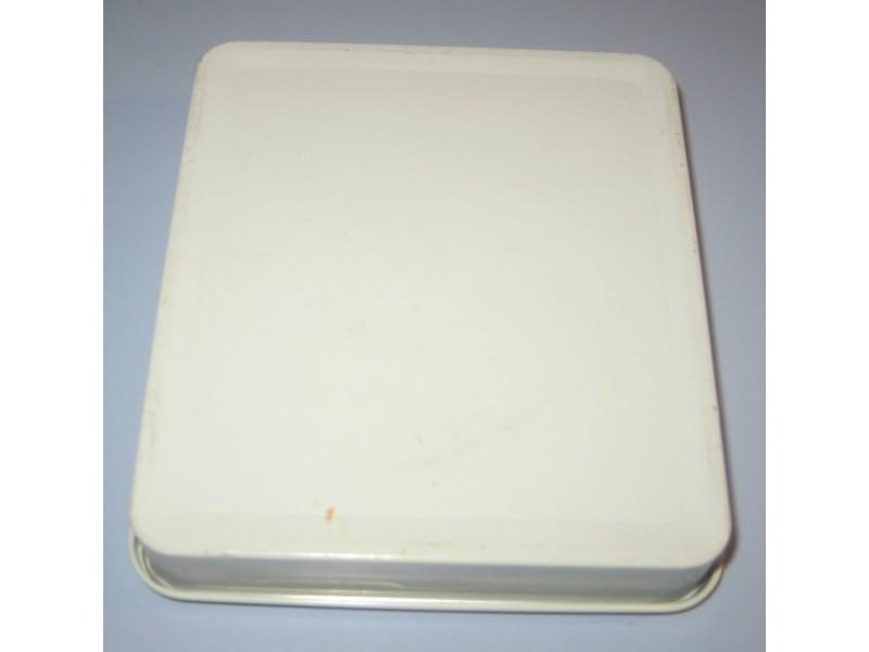 Agio filter tip Stara metalna kutija od cigareta
