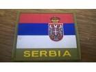 Amblem zastava Srbije na cicku sa natpisom Serbia