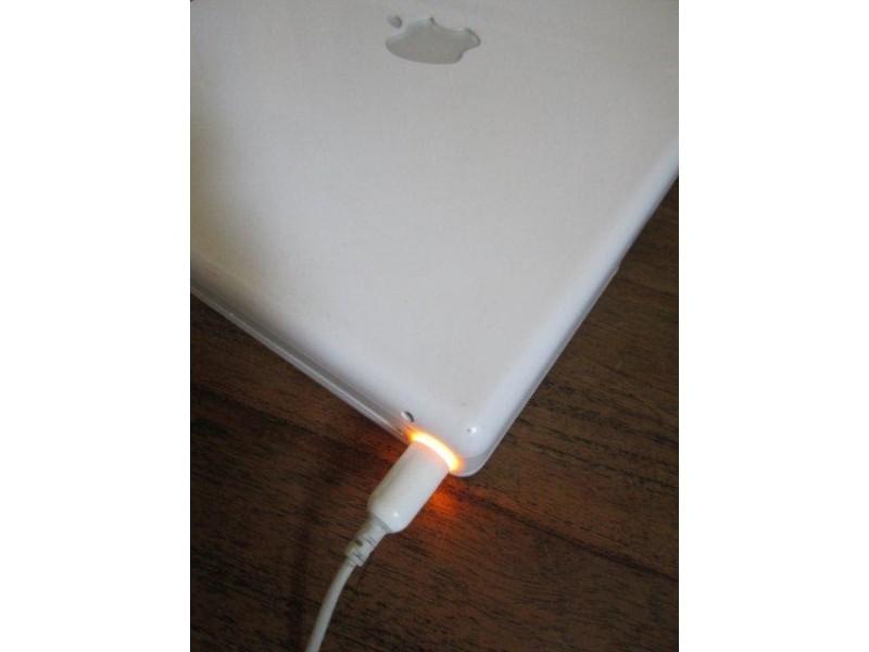 Apple punjač A1036 (24.5V 1.875A 45W)