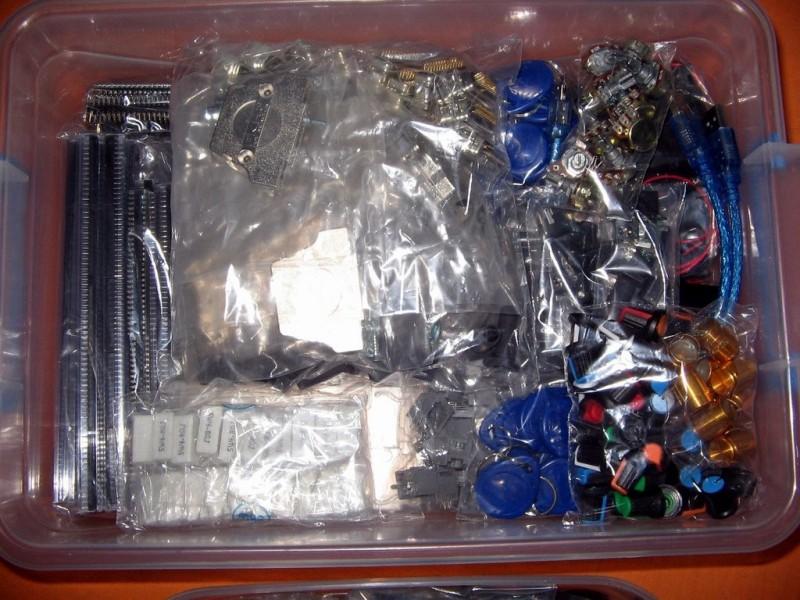 Arduino i delovi za elektroniku (PUNA VELIKA KUTIJA)