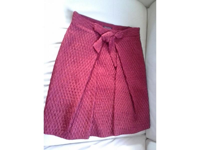 Atraktivna nova crvena Pedro del Hierro suknja