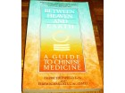 BETWEEN HEAVEN AND EARTH : A GUIDE TO CHINESE MEDICINE