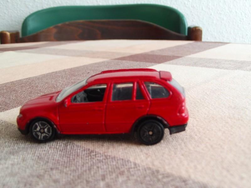 BMW X5 Crveni - metalni