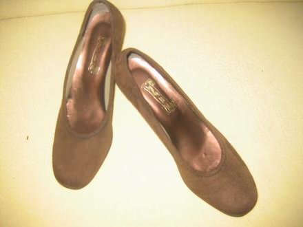 Cipele od velura sa punom petom-kao nove
