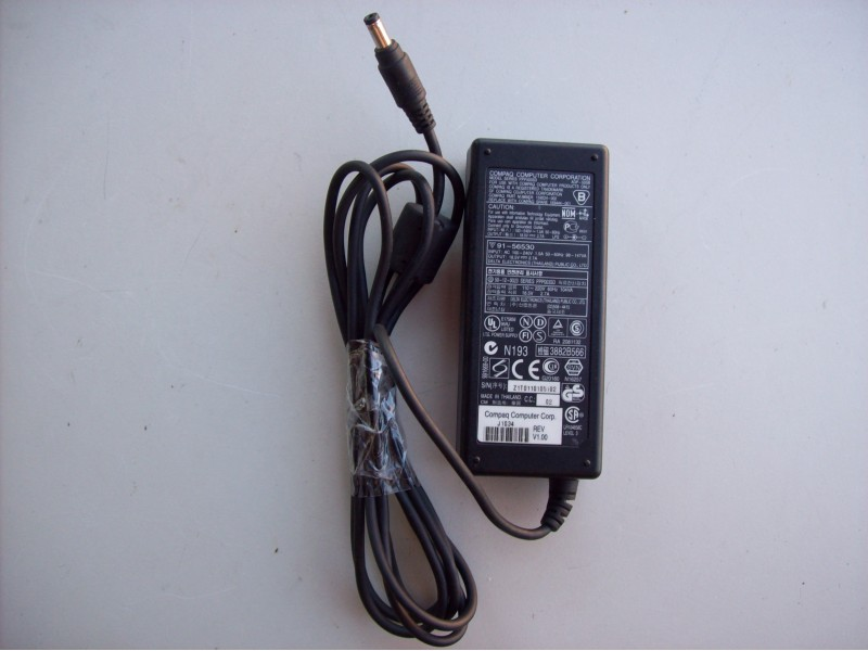 Compaq punjac(adapter) 18.5v i 2.7A