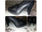 Crna cipela stikla