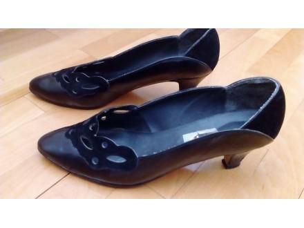 Crne cipele del.polulakovane,ručni rad