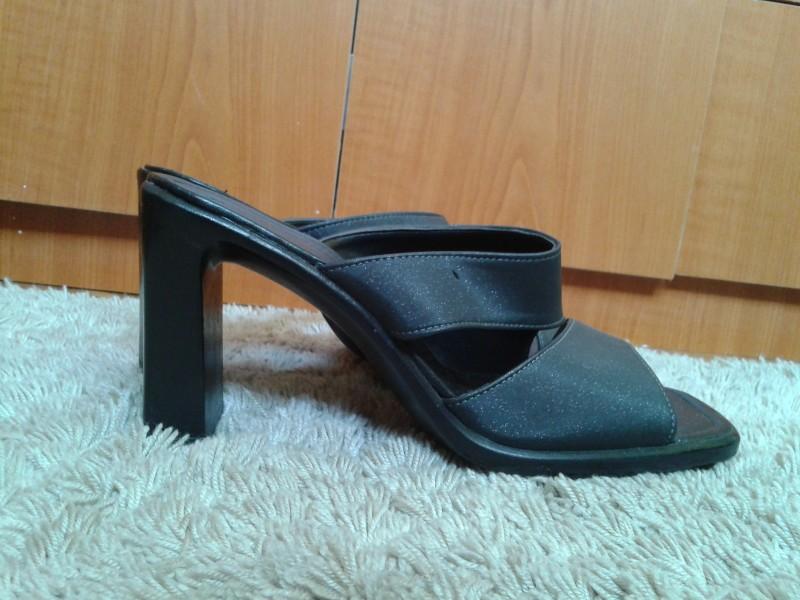 Crne papuce na stiklu broj 39