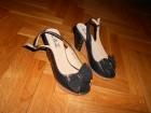 Crne sandale sa zlatnom masnom
