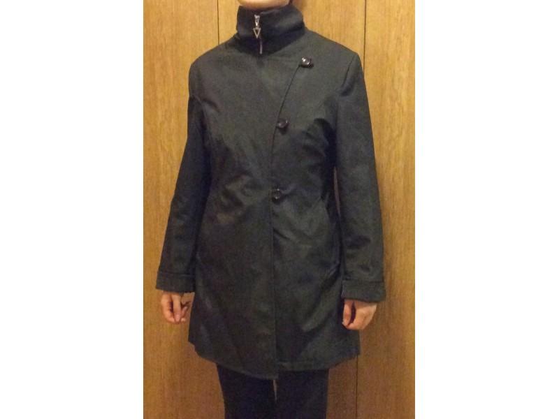 Crni malo duži kaputić