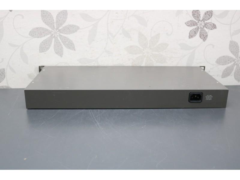 D-Link DES-1024R+ 24-port Switch + 2 Opticka porta