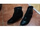 Duboke zenske cipele br.40- skrivena platforma