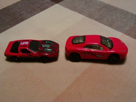 Dva Auta - crvena