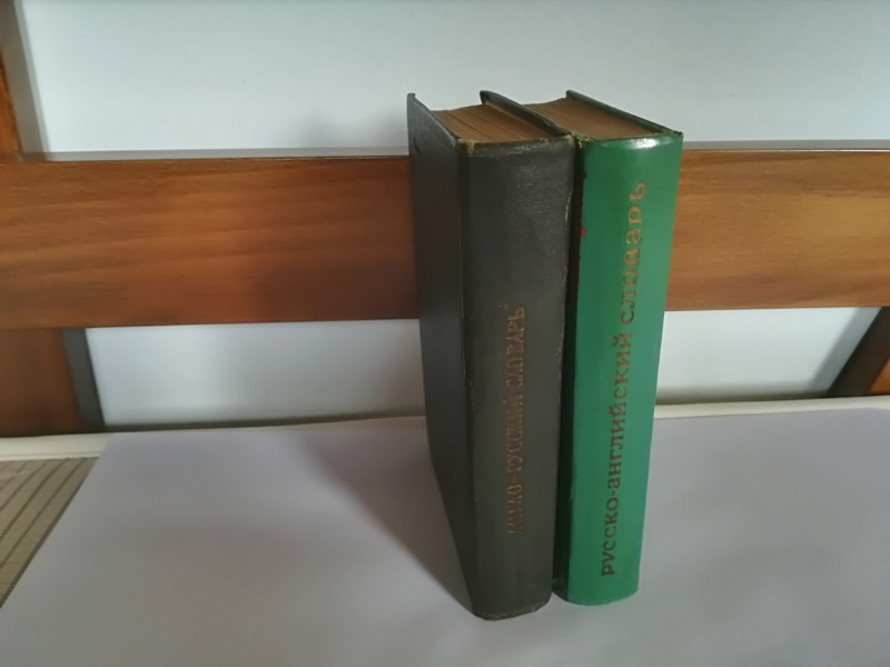 Dve knjige Rusko-Engleski i Englesko-Ruski recnik