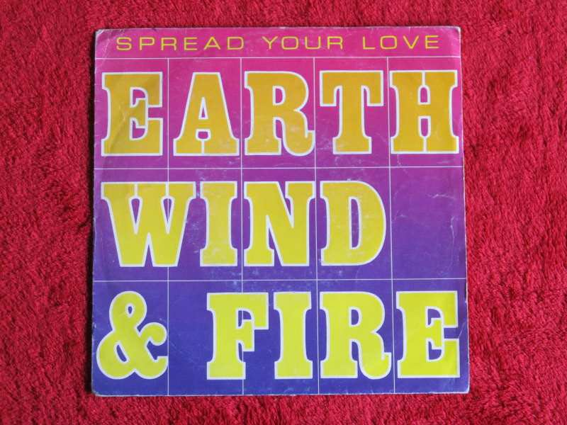 Earth, Wind & Fire - Spread Your Love