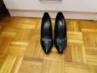 Elegantne cipele br 39 crne lakovane! Savrsene!!!