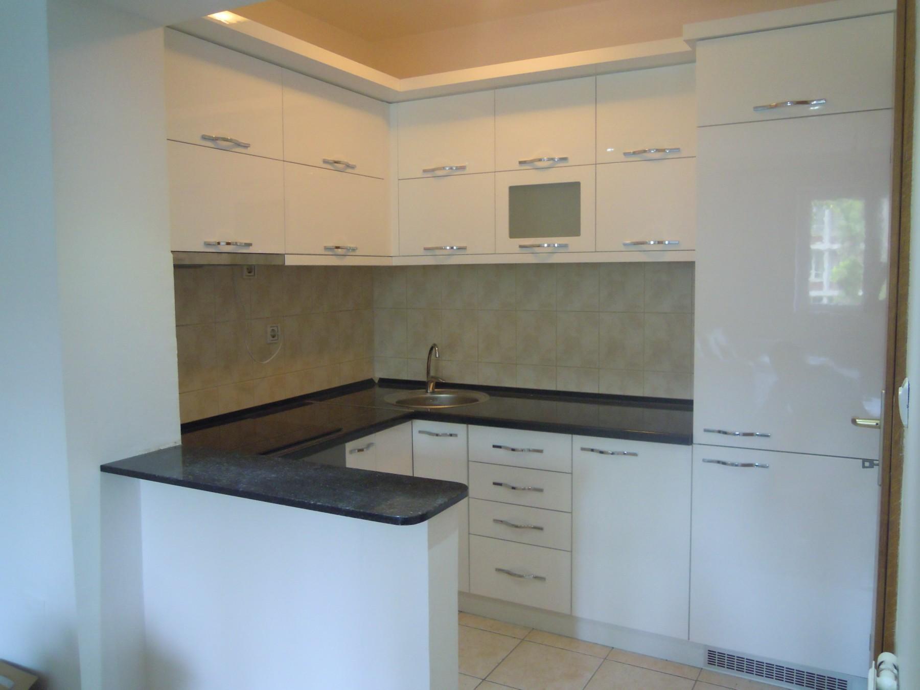 farbanje kuhinje namestaja 24916713. Black Bedroom Furniture Sets. Home Design Ideas