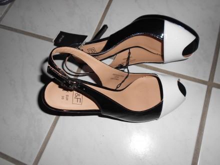 F&F crno bele sandale,NOVO sa etiketom,38