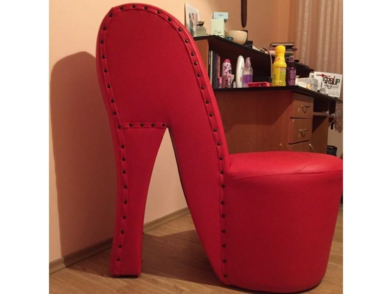 Fotelja u obliku cipele