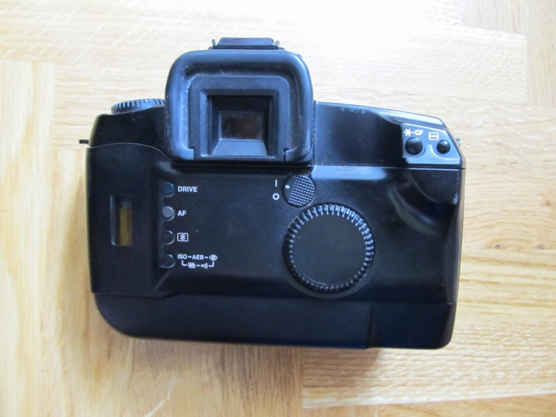 Foto aparat na film Canon EOS 5 sa objektivom sa slika