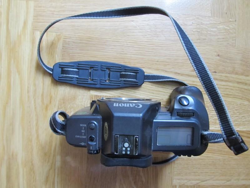 Foto aparat na film Canon EOS 600 sa objektivom 35-80