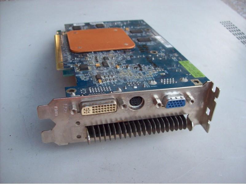 Gigabyte ATI Radeon X13OO 256 mb ddr2 -128 bit.pci-e