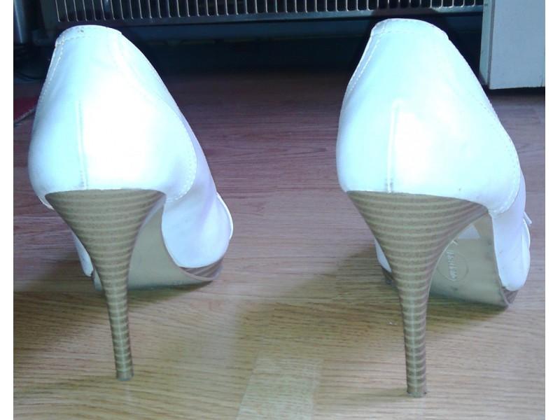 Graceland bele cipele