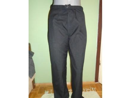 Klasične crne pantalone za poslovne žene vel.38/40.