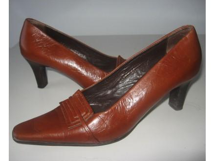 Kožne cipele sa malom štiklom