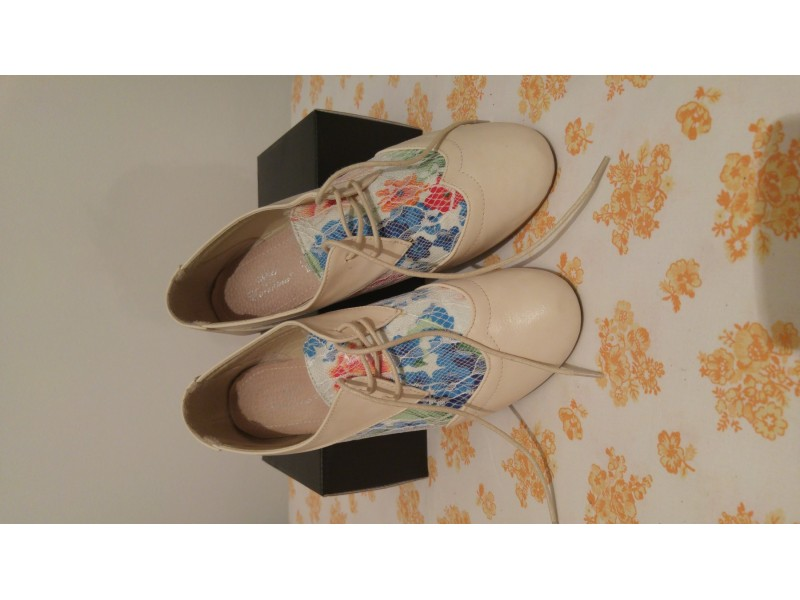 Krem/šarene ravne cipele